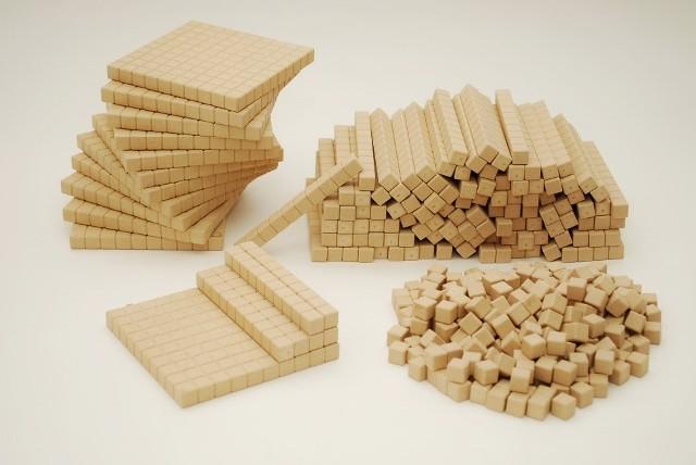 Dienes Klassensatz aus Re-Wood naturfarben, 432 teilig