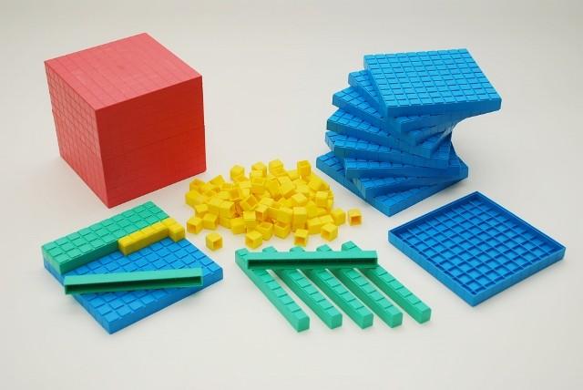 Dienes Grundsortiment aus Re-Plastik, 121-teilig