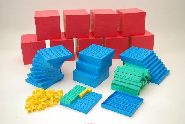 Dienes Sortiment 10.000er Zahlenraum, aus Re-Plastik, 189-teilig
