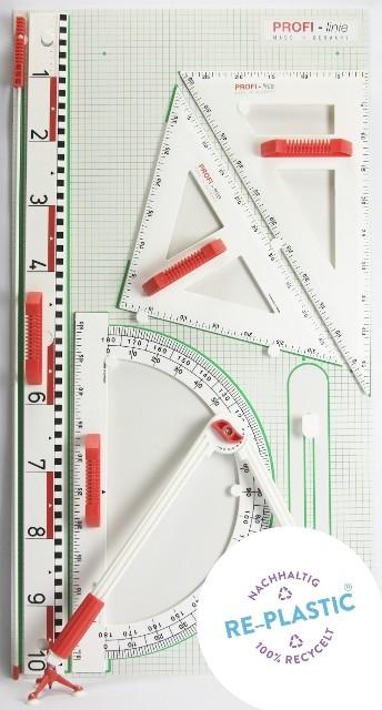 Gerätetafel mit Zeichendreiecken und Winkelmesser